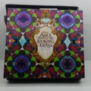 URBAN DECAY ALICE THROUGH THE LOOKING GLASS PALETT